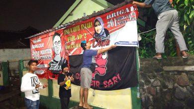 Photo of Relawan dan Warga Solo Sukarela Pasang Gambar dan Banner Gibran – Diah Warih